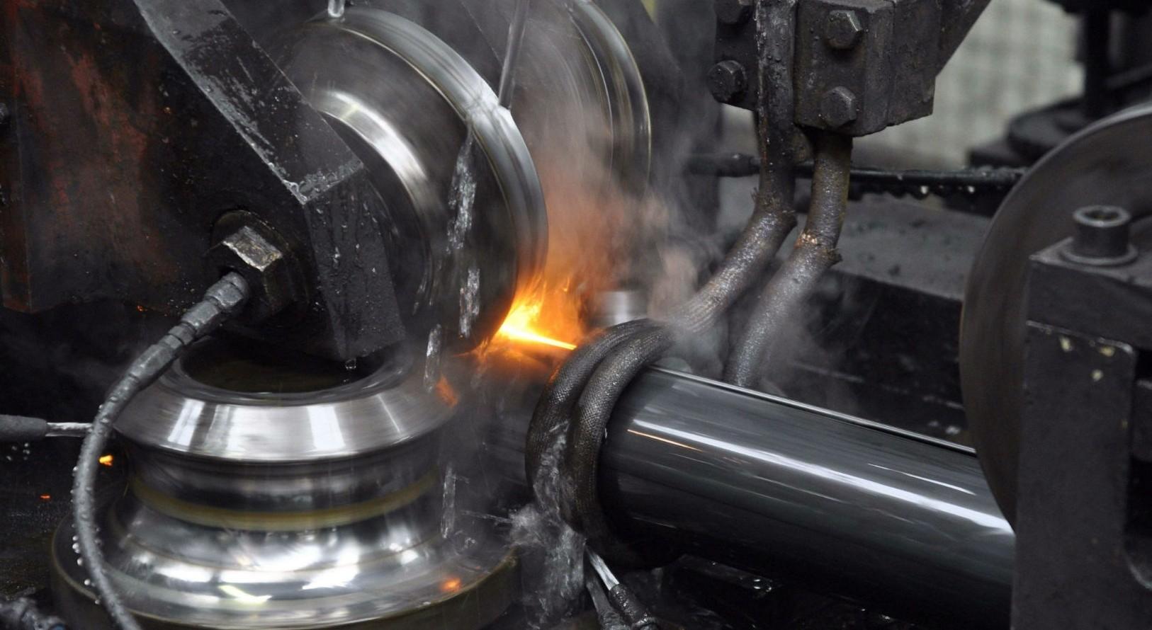 La fabrication de tubes dans l'établissement d'Acciaitubi